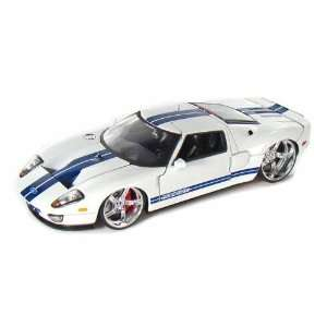 2005 Ford GT 1/24 White w/Blue Stripes Toys & Games